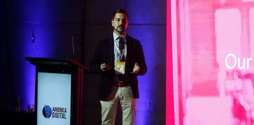 En esta Conferencia, Rodrigo Orellana, Director de Marketing Digital de Scotiabank, reflexiona sobre los procesos de innovación que deben asumir los bancos para crear sinergias con el ecosistema financiero, que les permita incorporar nuevos modelos de negocios y mejorar las experiencias del cliente;